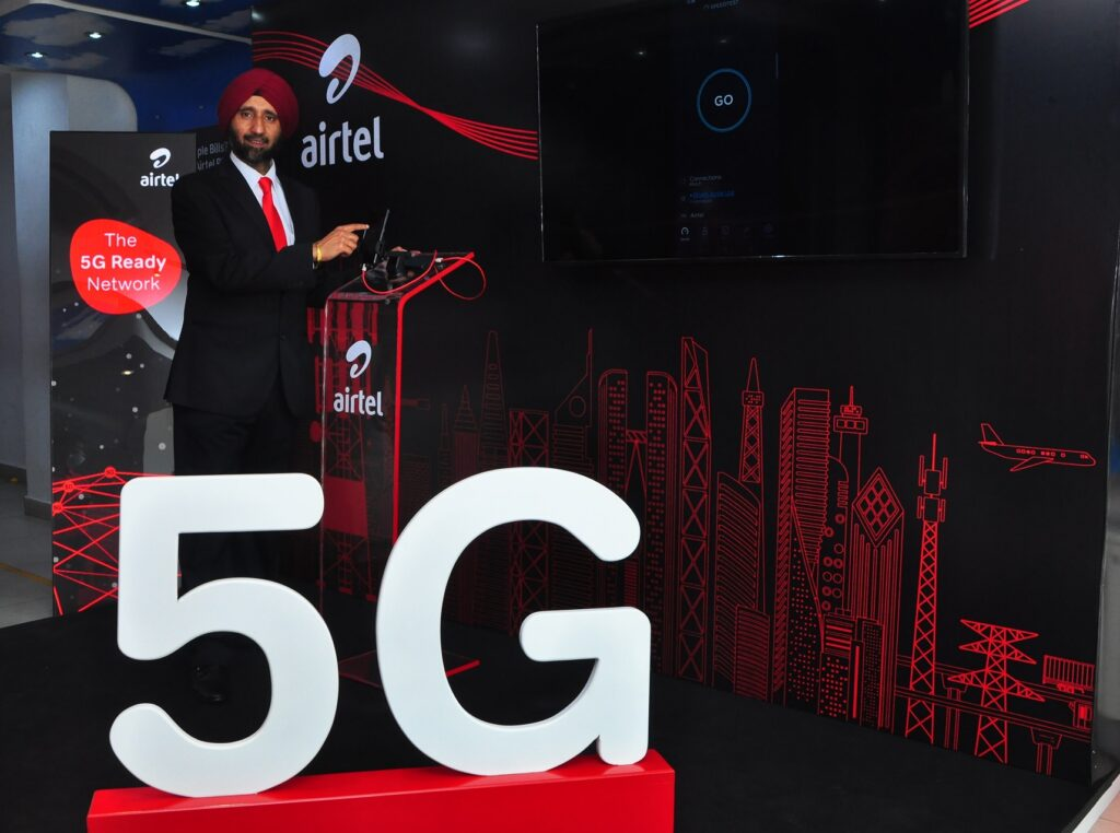 Avneet Singh Puri, CEO, Andhra Pradesh and Telangana, Bharti Airtel demonstrating the country's first LIVE 5G service over a commercial network in Hyderabad city_28Jan2021