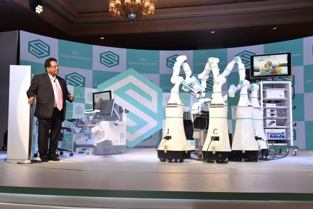 Dr._Sudhir_P._Srivastav_with_MANTRA_-_South_Asia_s_First_Medical_Robotics_Surgery_System_at_PC