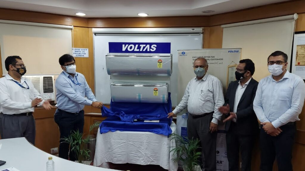 Tata Power-DDL officials inaugurating the Voltas' 5-star All Weather Inv...